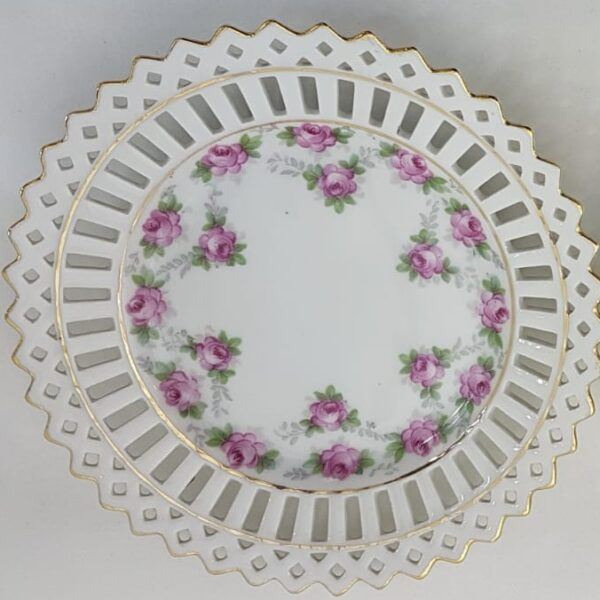 Pretty china ribbon-style plates available at www.qwinkydink.co.uk