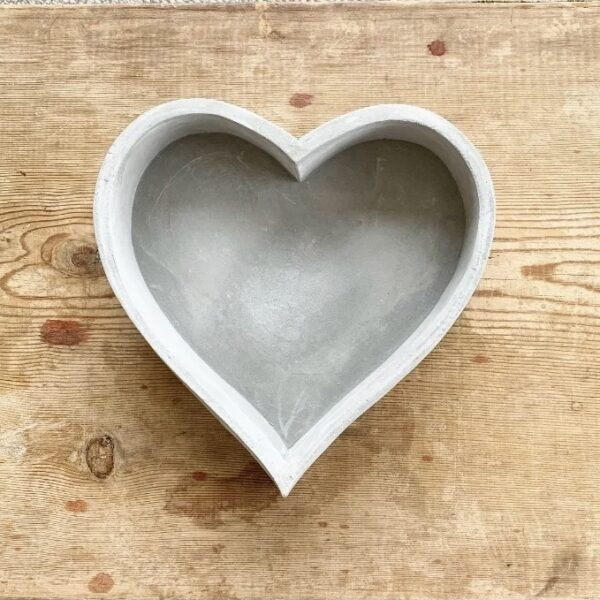 Cement heart tray, find it online at www.qwinkydink.co.uk