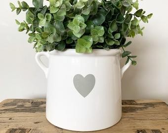 lovely white plant pot, buy online at www.qwinkydink.co.uk